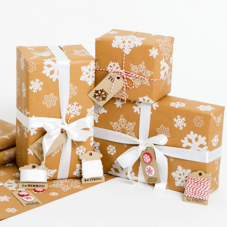 snowflakes-christmas-brown-gift-wrap